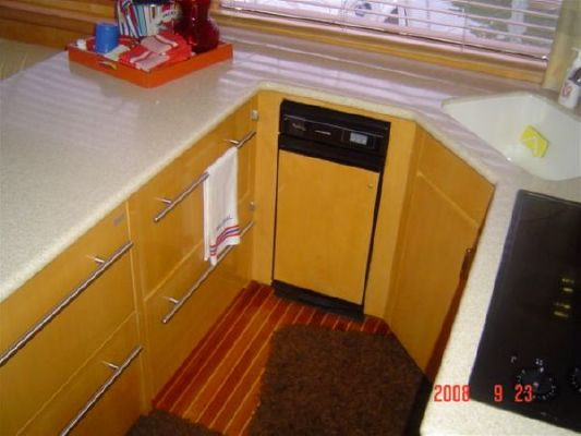 Boats for Sale & Yachts Hatteras Enclosed Flybridge 2000 Flybridge Boats for Sale Hatteras Boats for Sale