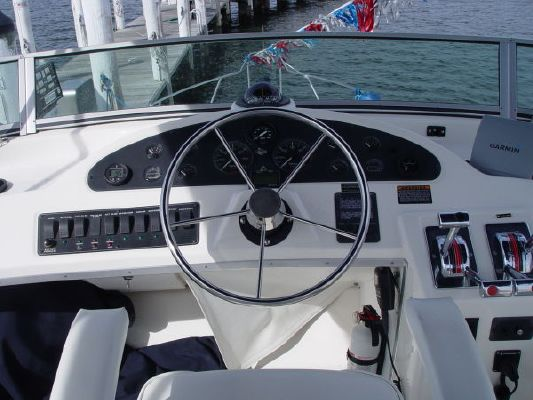 Bayliner 3388 Motoryacht/Sedan with Two Cabins, Two Stations and Inboard Power 2001 Bayliner Boats for Sale