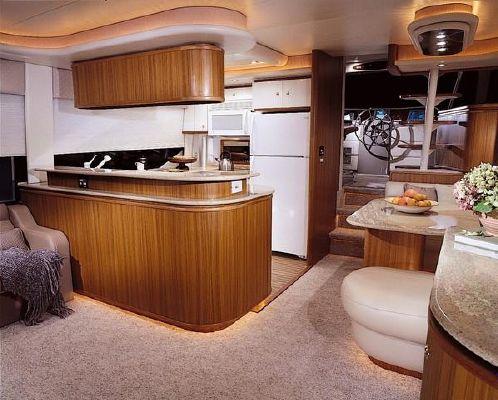 2001 bayliner 5788 pilot house motoryacht  2 2001 Bayliner 5788 Pilot House Motoryacht