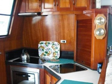 All boat brokerage ltd archives page 11 of 16 boats for Home decor hull limited