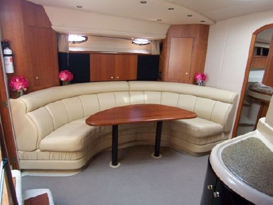 Cruisers * Express (Stk#B4305) 2001 Cruisers yachts for Sale