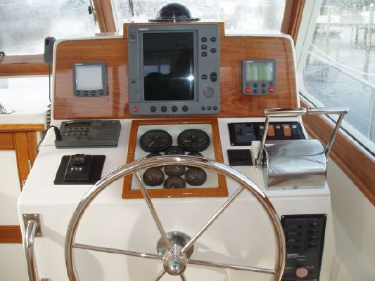 Grand Banks Eastbay Hardtop Express 2001 Grand Banks Yachts