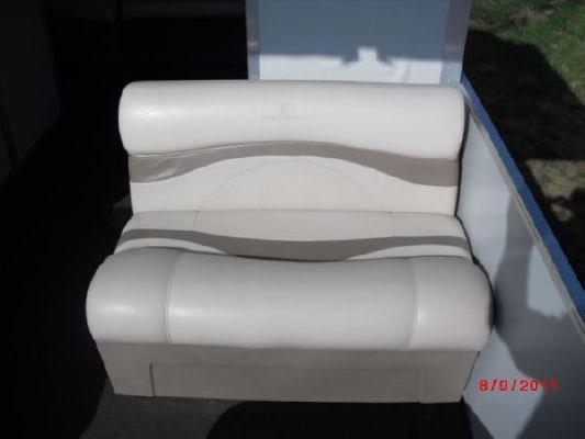 Sun Tracker Party Hut 30 I/O 2001 Sun Tracker Boats for Sale