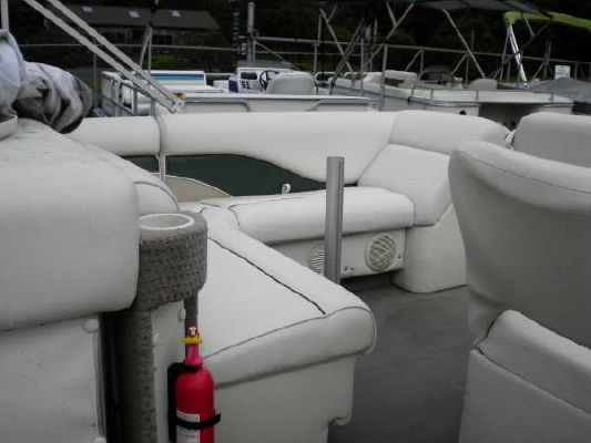 Sweetwater 2423 SC I/O 2001 Sweetwater Pontoon Boat