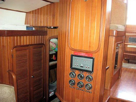 2001 tayana pilothouse  24 2001 Tayana Pilothouse