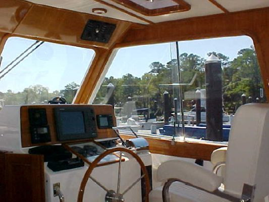 Grand Banks EASTBAY HX HARDTOP/ IMMACULATE! 2002 Grand Banks Yachts