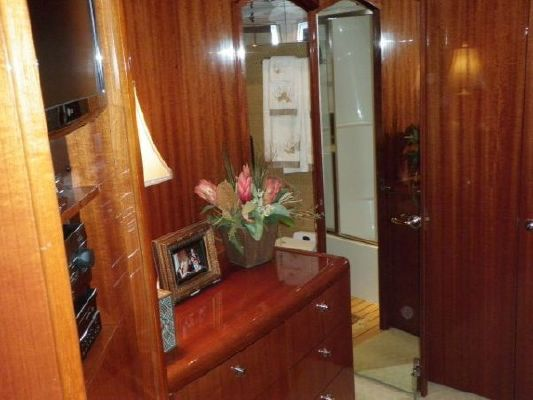 2002 hatteras 63 raised pilothouse motor yacht  27 2002 Hatteras 63 Raised Pilothouse Motor Yacht