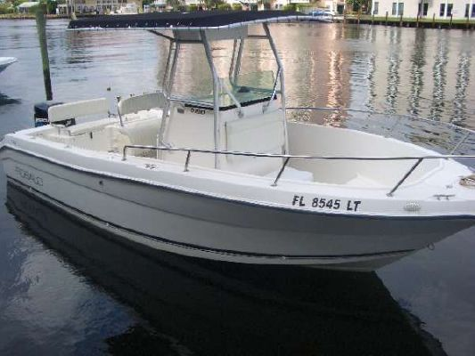 Robalo R230 Center Console 2002 Robalo Boats for Sale