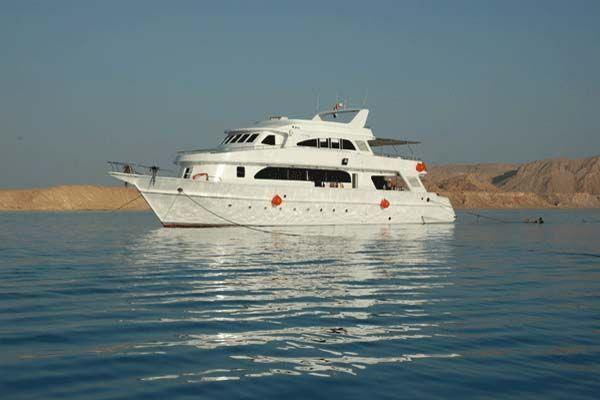 Shipyard Suez, Egypt 2002 All Boats