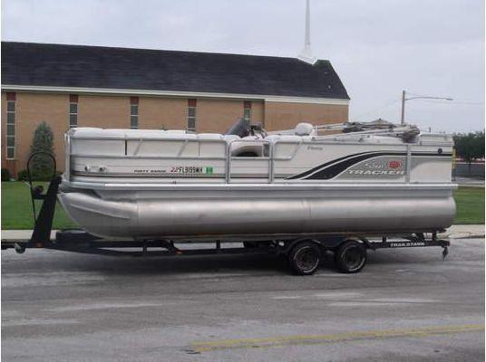 Sun Tracker PARTY BARGE 2002 Sun Tracker Boats for Sale