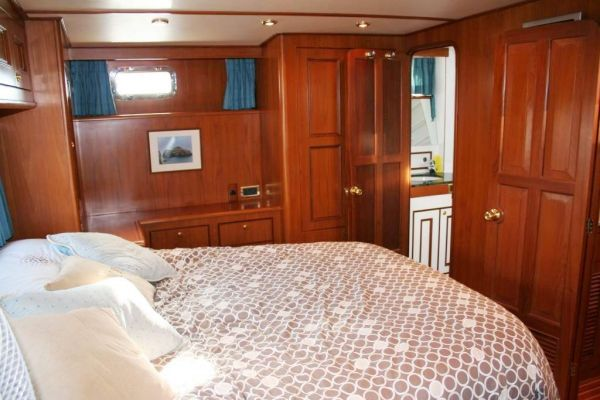 Trader 47 Sundeck 2002 All Boats