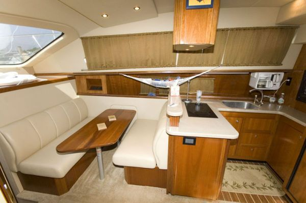 Cruisers 405 Express Motor Yacht (Big Engines) 2004 Cruisers yachts for Sale