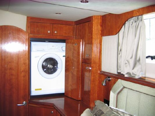 Cruisers Yachts MOTOR YACHT 2004 Cruisers yachts for Sale