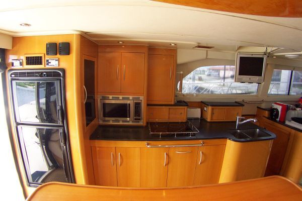 2004 robertson caine lion 46 power catamaran  4 2004 Robertson & Caine Lion 46 Power Catamaran