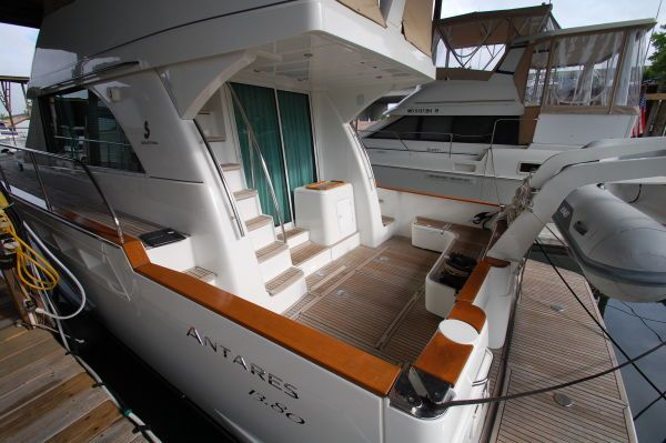 2005 beneteau 138m fly bridge  2 2005 Beneteau 13.8M fly bridge