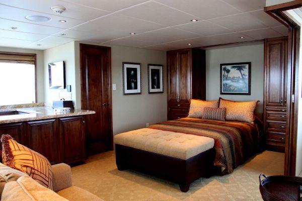 Crystal Super Yachts, LLP Motoryacht LRC 2005 All Boats