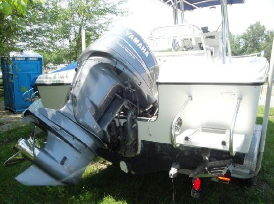 2005 edgewater 225cc  3 2005 Edgewater 225CC