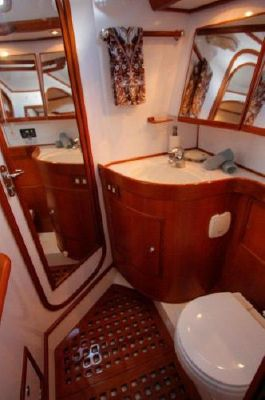 Hylas Raised Salon 2005 All Boats