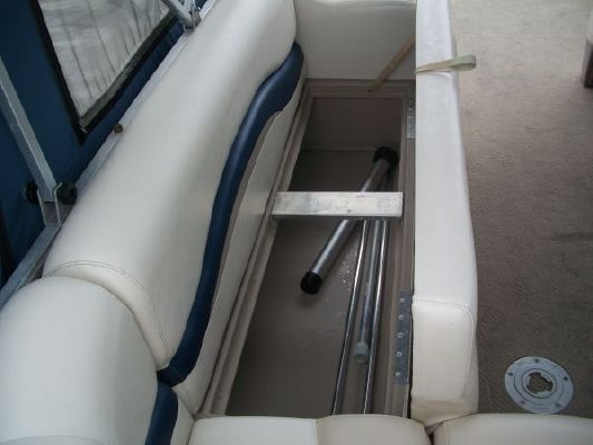 Sun Tracker PARTY BARGE 21 Signature Series 2005 Sun Tracker Boats for Sale