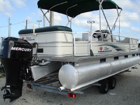 Tracker Party Barge 24 2006 Sun Tracker Boats for Sale