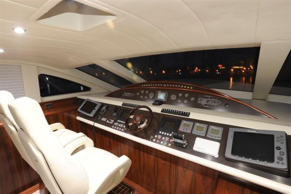 Elegan Yachting Giant 100 Motor Cruiser 2009 All Boats