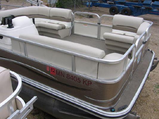 2010 crestliner 2185 angler pontoon  2 2010 Crestliner 2185 Angler Pontoon