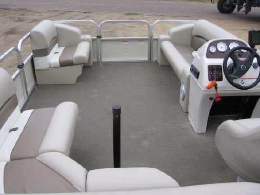 2010 crestliner 2185 angler pontoon  4 2010 Crestliner 2185 Angler Pontoon