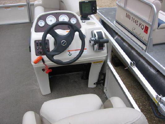 2010 crestliner 2185 angler pontoon  5 2010 Crestliner 2185 Angler Pontoon