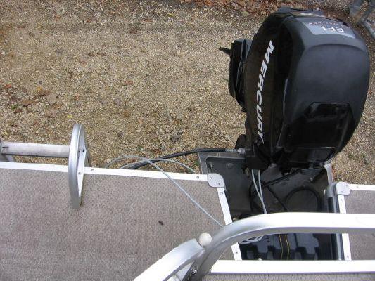 2010 crestliner 2185 angler pontoon  8 2010 Crestliner 2185 Angler Pontoon