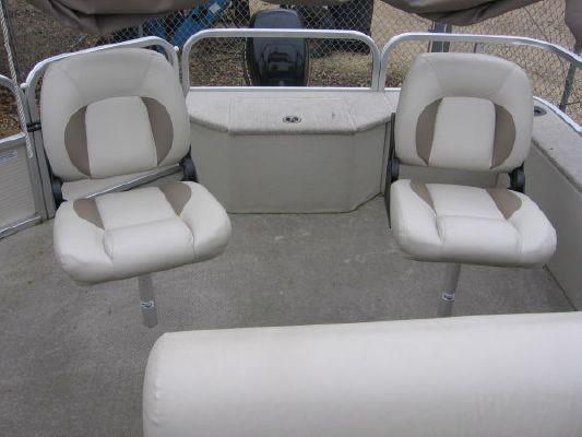 2010 crestliner 2185 angler pontoon  9 2010 Crestliner 2185 Angler Pontoon