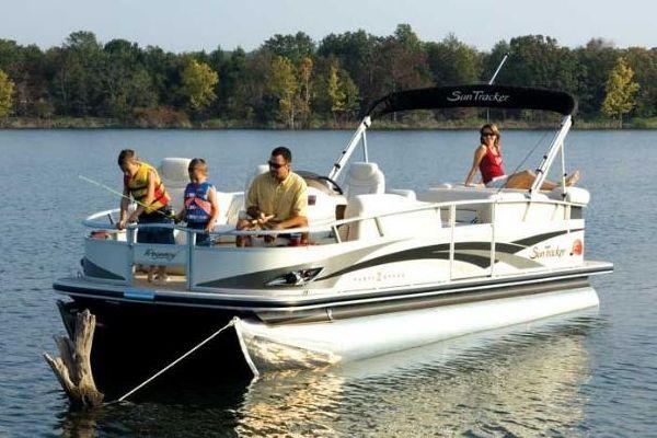 2010 Sun Tracker Party Barge 22 Sport Fish Regency Edition