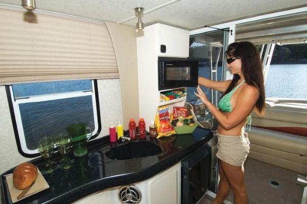 2010 Sun Tracker Party Cruiser 32 Regency Edition Boats