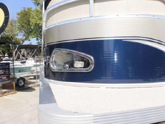 Avalon Windjammer Rear Loungers 2011 All Boats