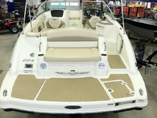 2011 Chaparral 224 Sunesta Wide Tech Sportdeck Boats