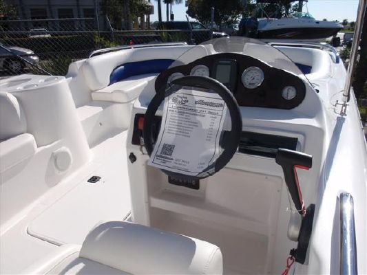 Hurricane SUNDECK SPORT SS 201 OB 2011 All Boats
