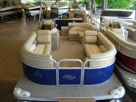 Manitou 22 AURORA ANGLER FULL FRONT 2011 Angler Boats