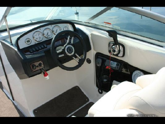 Regal 2520 FasDeck 2011 Regal Boats for Sale
