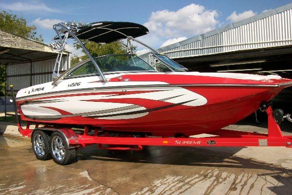SUPREME V226 2011 All Boats