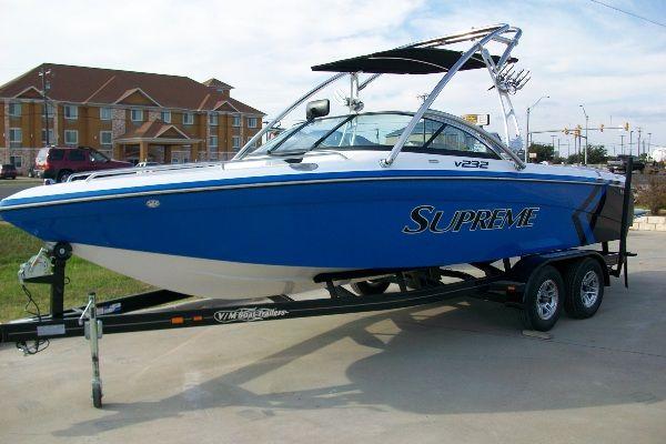 SUPREME V232 2011 All Boats