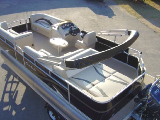 Sweetwater 220DL 2011 Sweetwater Pontoon Boat