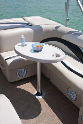 Sweetwater PE 200 Cruise 4 Gate 2011 Sweetwater Pontoon Boat