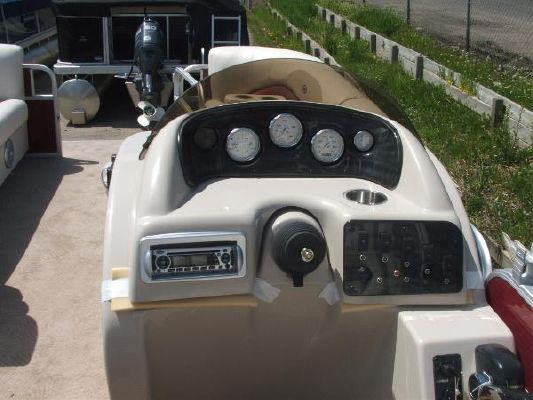 Sweetwater SW 220 DL 2011 Sweetwater Pontoon Boat