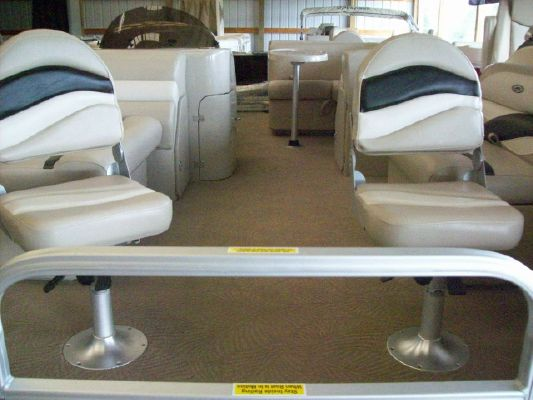 Sweetwater SWPE220DF 2011 Sweetwater Pontoon Boat