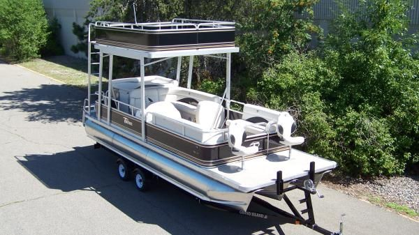 TAHOE/AVALON Cascade Elbf with swim roof 2011 All Boats