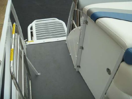 JC Manufacturing JC Tritoon 246 2012 All Boats