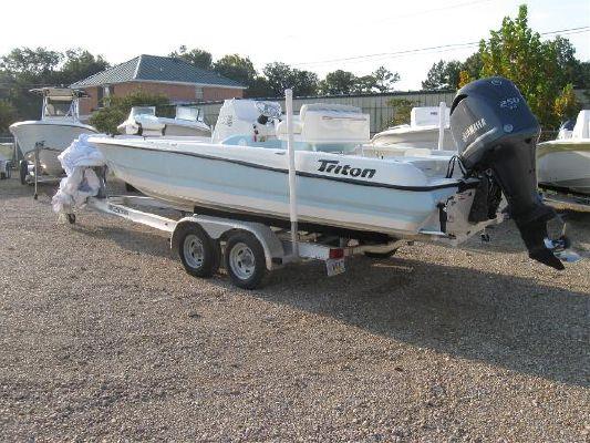 TRITON BOATS 240 LTS 2012 Triton Boats for Sale